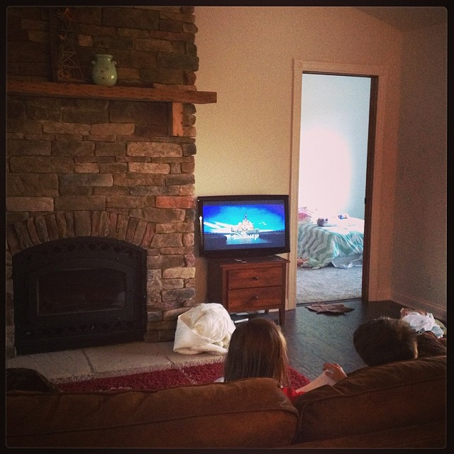 Family fun night in our #Newhouse! #firstnight #frozen #pizza #100happydays #day16