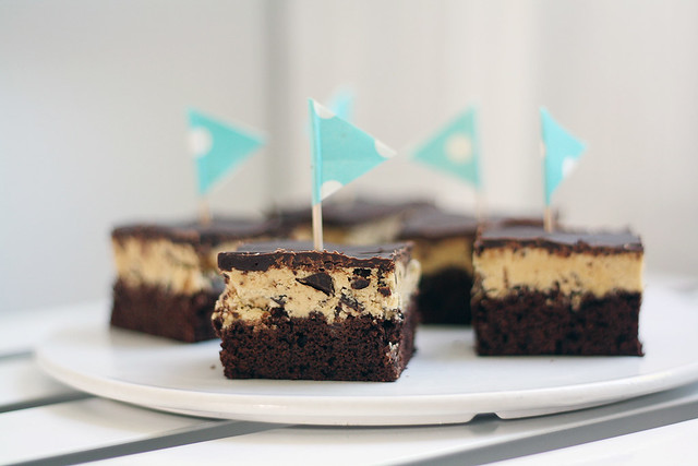 Keksitaikinabrowniet (Cookie dough brownies)