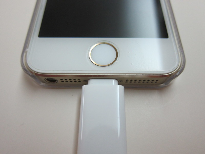 Innergie MagiCable Duo With Lightning Connector (2014) - Plugged Into iPhone 5s