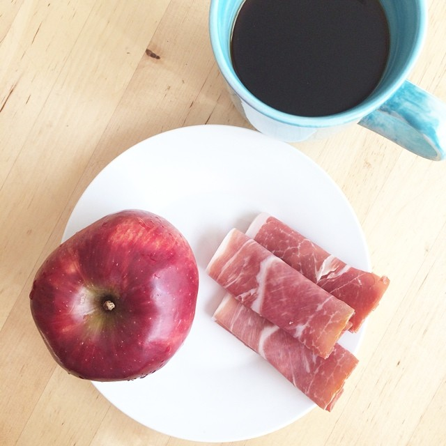 Day 25, #whole30 - breakfast (prosciutto, apple, coffee)