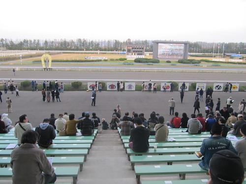 金沢競馬場のスタンド指定席付近の屋外席