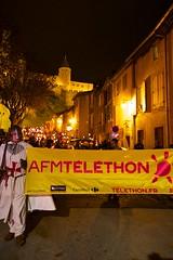 sam, 03/12/2016 - 21:20 - La Marche aux flambeaux, dans le cadre du Téléthon, a cheminé, comme il est de tradition, de la Cité médiévale à la place Carnot, ce 3 décembre 2016.