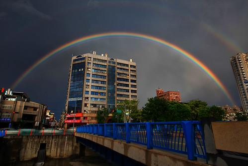 rain canon landscape rainbow cityscape taiwan getty taichung 台灣 城市 hy gettyimages bai 台中 向上北路 霓虹 風景攝影 忠明南路 彩紅 fave50 5d2 hybai