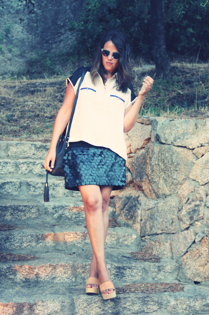 Look sufer shirt + Leather skirt