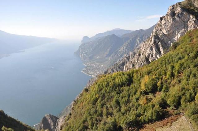 Απίστευτη η θέα στην λίμνη Garda...