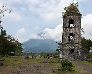 Image of Cagsawa Ruins.