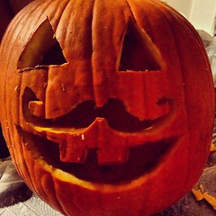 carving(1.0), red(1.0), pumpkin(1.0), halloween(1.0), calabaza(1.0), produce(1.0), winter squash(1.0), jack-o'-lantern(1.0),