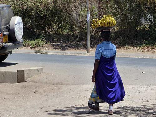 Frau mit Bananen