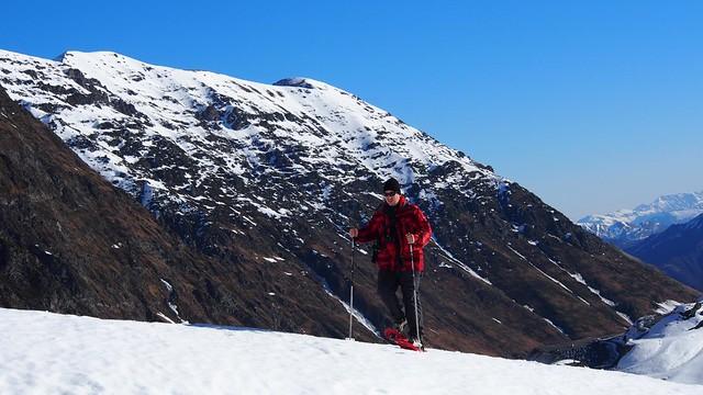 Sele caminando con raquetas de nieve en el Valle de Badet (Saint Lary, Piriineo francés)