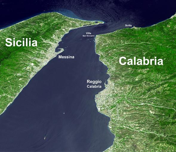 estrecho de Messina: Detalle del estrecho de Messina cruzar de italia a sicilia - 12087142035 f4f920738b z - Cruzar de Italia a Sicilia por el estrecho de Messina