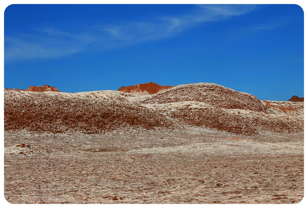 valle de la luna atacama desert saltine scenery