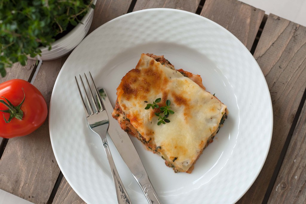 Recipe for Homemade Chicken Lasagna with Spinach, Cottage Cheese and Béchamel Sauce