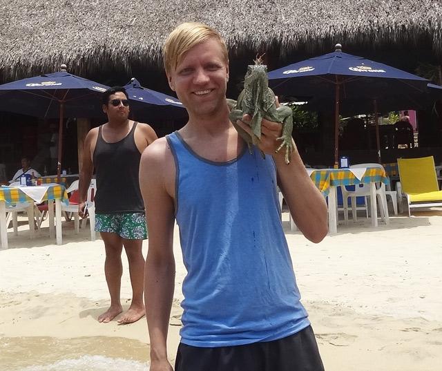 holding-iguana