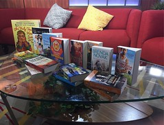 Book picks in 3...2...1... @saliving @news4sa @shellymilestv @scholasticinc @debbiemacomber @brendasuenovak #sharonrobinson #baseball #jackierobinson #sourcebooks @sourcebookscasa @harlequinbooks #superheromom #superhero #projectmc2 @projectmc2