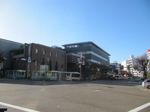 金沢競馬場へ向かうバスがある武蔵交差点
