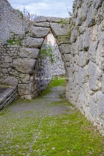 Изображение Arco a sesto acuto. italy lazio arpino civitavecchia acropoli mura poligonali ciclopiche arco sesto acuto porta ciociaria ciociaro ciociari