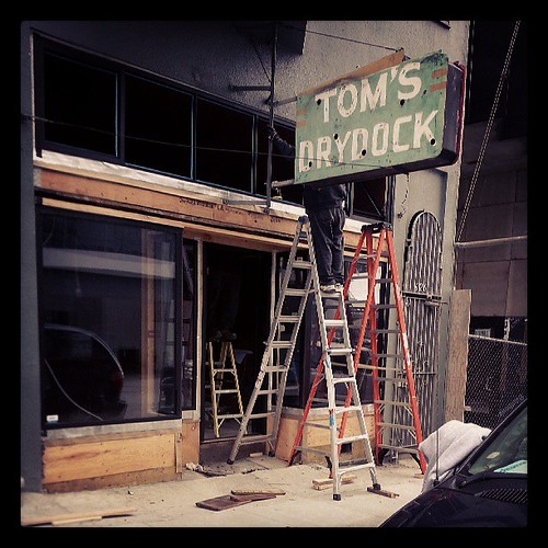 New windows at Tom's Drydock / Third Rail in #dogpatch