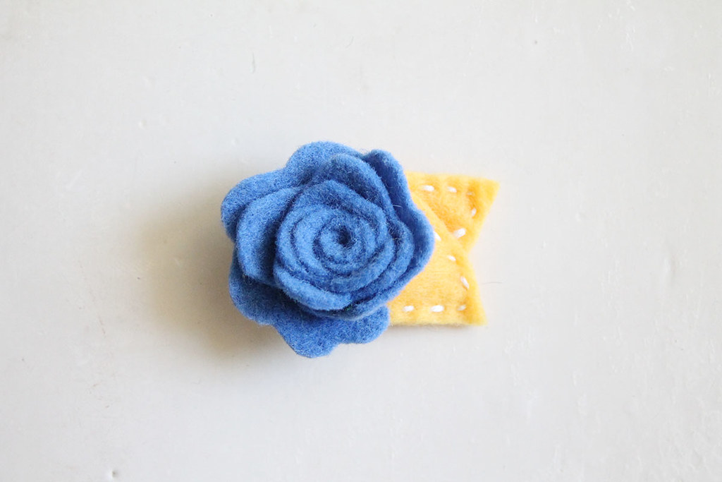 blue and gold bruins rosie hair clip
