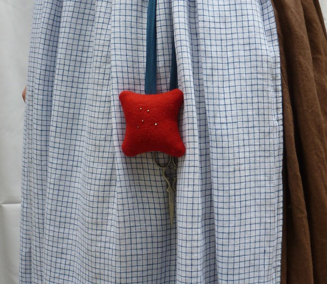 "red wool square pincushion/""pinball"""