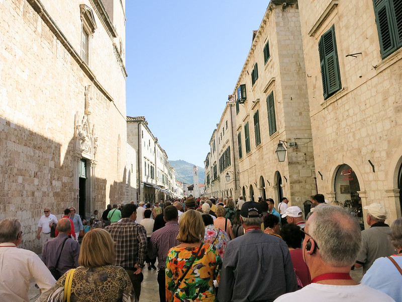 Cruise tourists in the Old Town