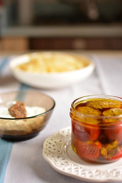 Mezze Penne con Pappacelle Ripiene, crema di Robiola e Capperi e Germogli