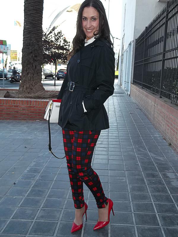 Preppy, blusa, grunge, tartán, pantalón, stilletos rojos, bolso tricolor, blouse, tartan, pants, red stilettos, red stilettos, lazo, zara, mango, Ralph Lauren