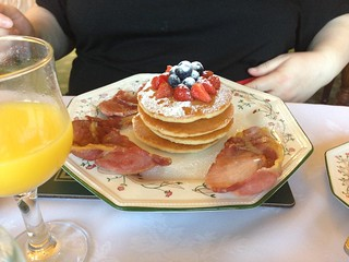 Pancakes and bacon, Malvess House