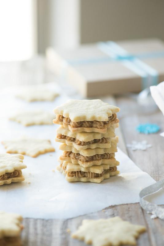 Vanilla Cardamom Shortbread Snowflake Sandwich Cookies www.pineappleandcoconut.com #fbcookieswap