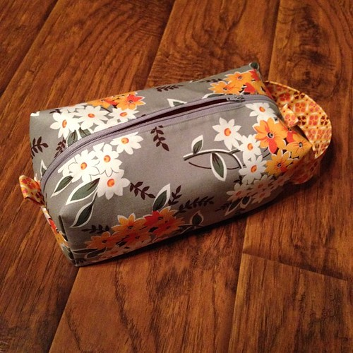 First box pouch done! Now to assembly line 6 more (and come up with 3 more school gifts). #handmadeholidays