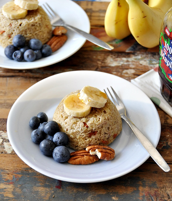 5 Minutes Banana & Quinoa Flakes Microwave Cakes with Goji Berries & Pecans
