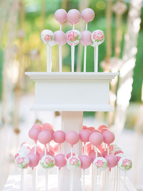 Wedding Cake Pops 6 Stunning Pink ombre dipped cake
