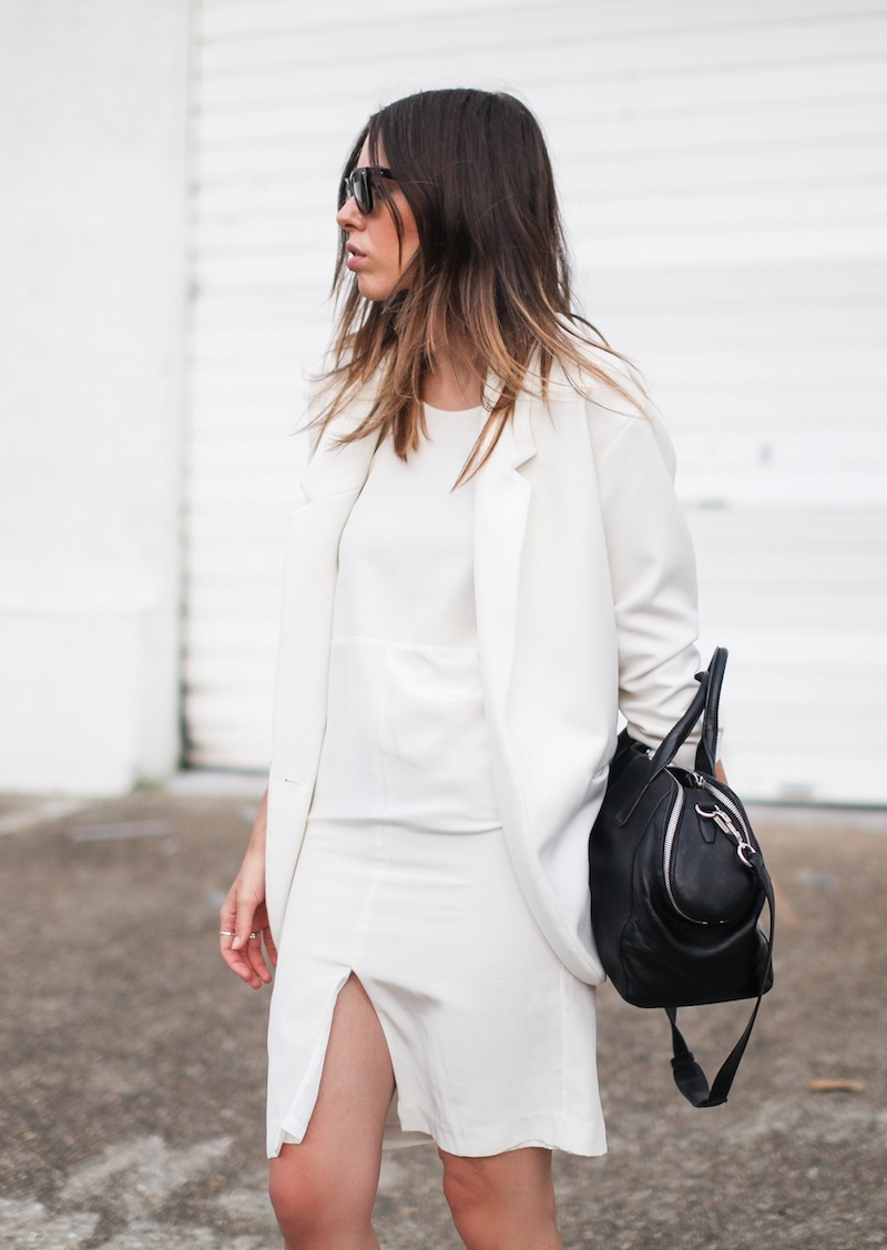 modern legacy fashion blog australia LIUK ivory split midi dress street style Zara blazer Alexander Wang Chastity chain tote bag Ray Ban oversized wayfarers all white summer style (11 of 14)