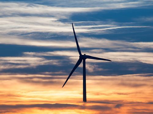 Dočkáme sa aj u nás? #power #wind #mill #technology #ecologic #sunset #sky #electricity #austria #österreich #rakusko #olympusczsk #ambient #outdoor #photooftheday