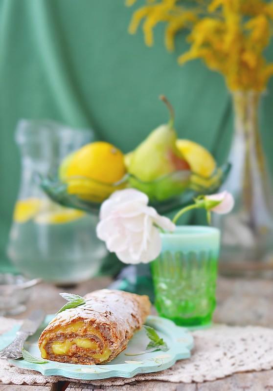 meringue and lemon curd roulade