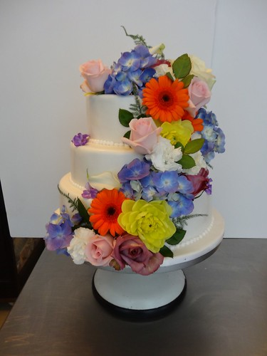 Flowery Wedding Cake by CAKE Amsterdam - Cakes by ZOBOT