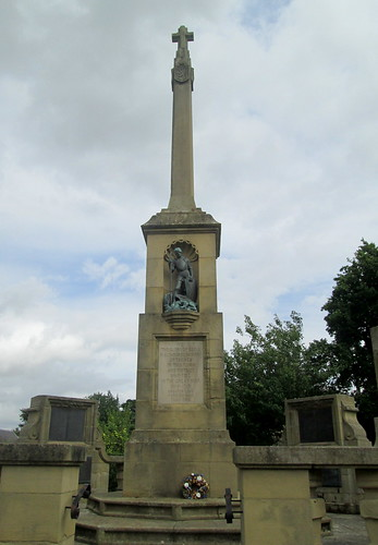 Kelso War Memorial close
