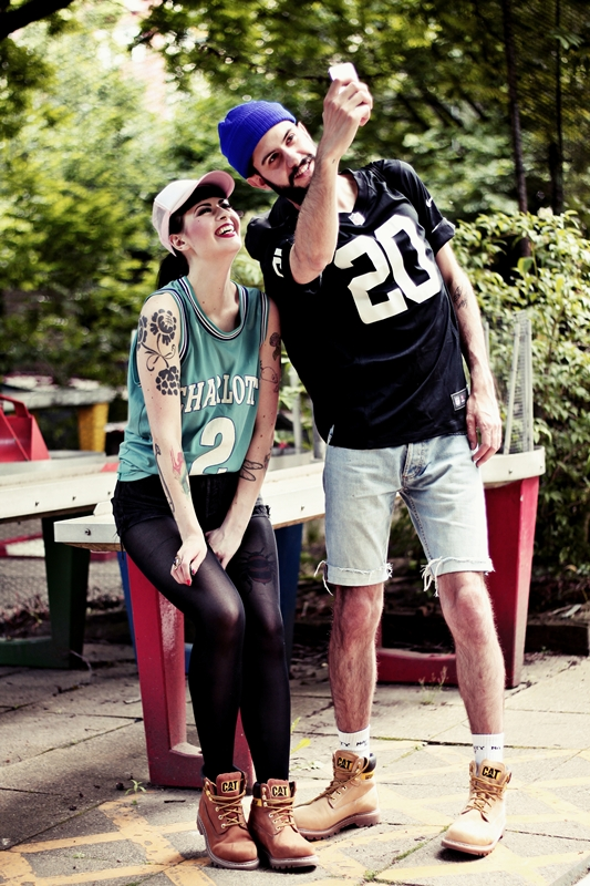 CAT_COLORADO_LOOKBOOK_SPORTY_BOY_AND_GIRL_BERLIN_BASKETBALL_SHIRT_TATOOS (5)