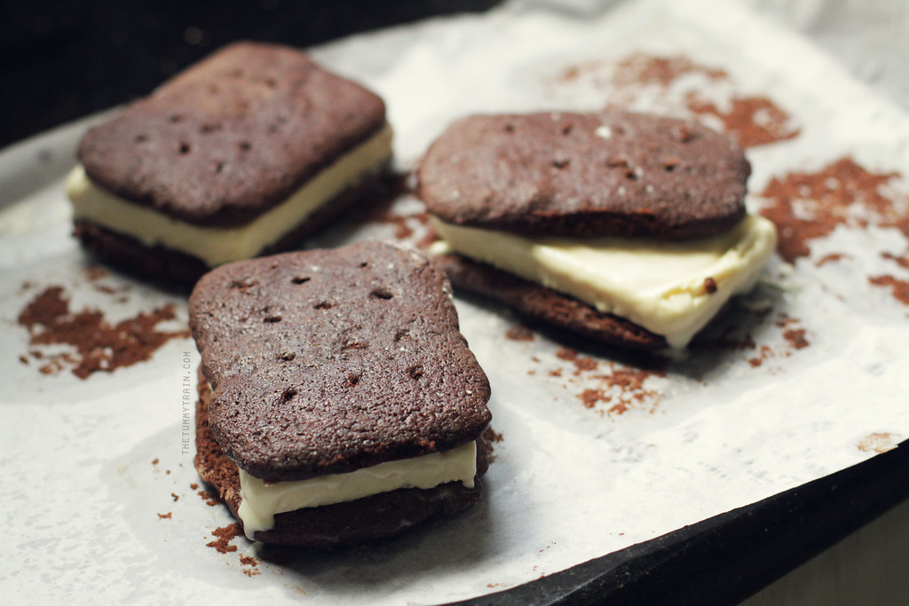 10330444825 888edaf9f1 b - Rekindling my romance with ice cream sandwiches