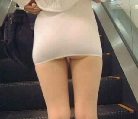 不穿裤子出门的威猛美女们