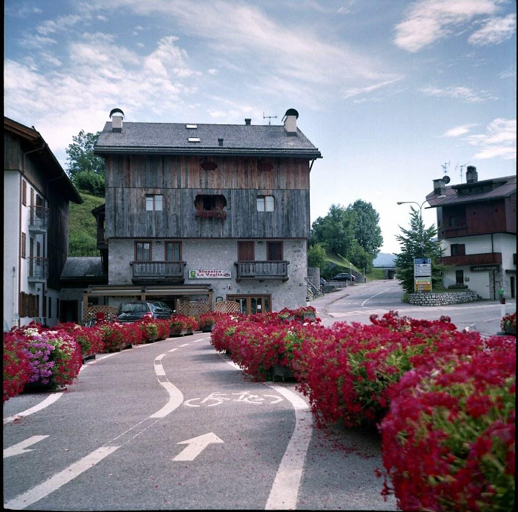 Chiapuzza belluno italy tripcarta for Hotel meuble fiori