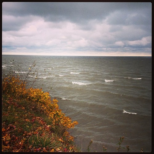 Sometimes when I'm a frazzled mess a few min by the lake makes things a lot better. #lakeerie #sniw #greatlake