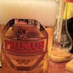 ビズカフェさんにて、いっぱい目はプリムス。サラサラ飲めるラガービールで。