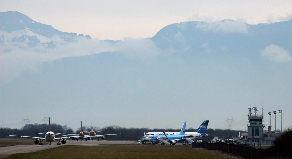Aéroport de Grenoble-Isère [LFLS-GNB] 11928105713_dd9e762635_b