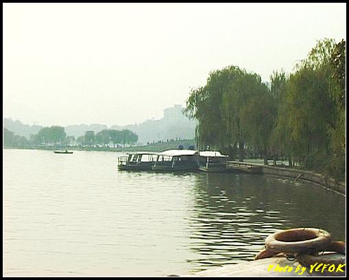 杭州 西湖 (其他景點) - 652 (北山路湖畔旁望向 西湖十景的(斷橋殘雪)斷橋)