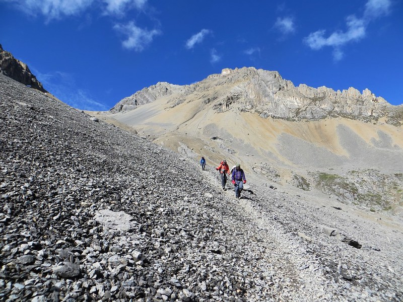 Descending from Paso Jurau