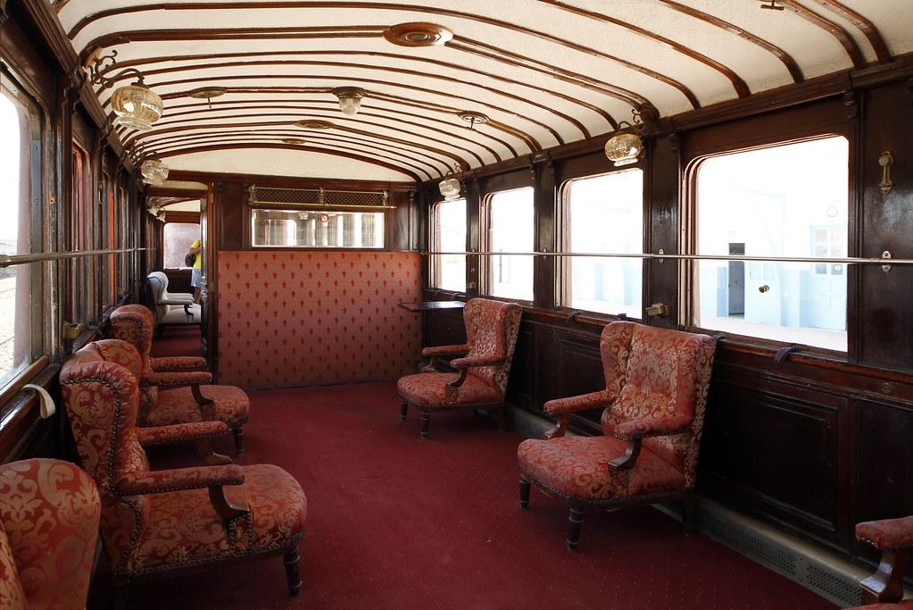 Le Lézard rouge est le nom donné à un train touristique de Tunisie ...