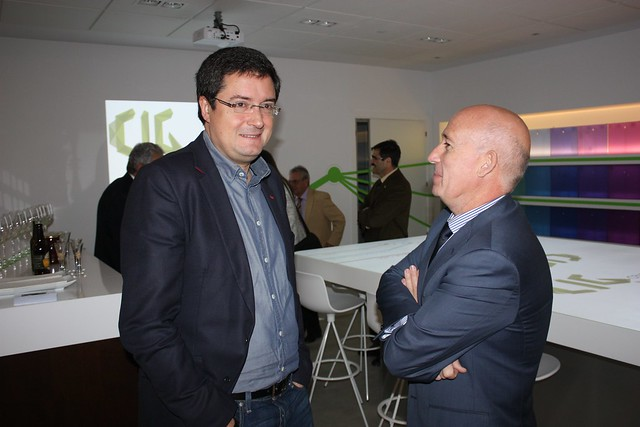 Óscar López charla con Juan Antonio Martín Mesonero