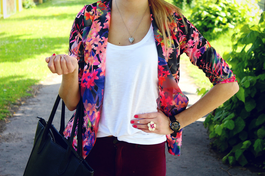 tropical-print-summer-outfit-inspiration