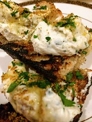 Crunchy toast with ricotta and chamomile topping