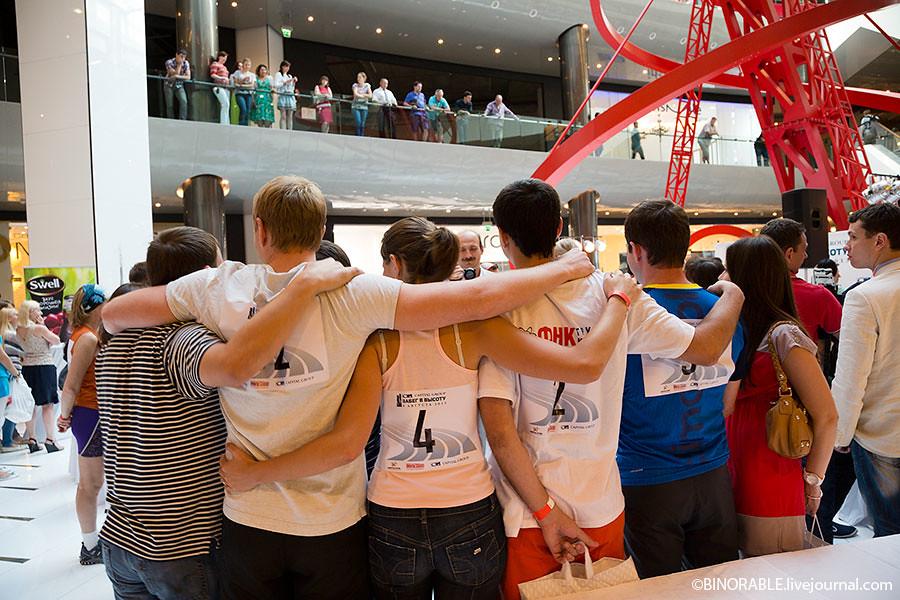 """""""Забег в высоту"""" - спортивный забег для любителей на небоскреб в Москва-сити ©binorable.livejournal.com"""